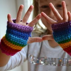 Child's rainbow fingerless mitts (matches the rainbow scarf) Crochet Wrist Warmers, Crochet Gloves, Crochet Scarves, Hand Warmers, Crochet Girls, Crochet For Kids, Crochet Video, Crochet Gratis, Fingerless Mitts
