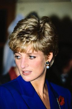 Diana, Princess of Wales, was the first wife of Charles, Prince of Wales, whom she married on 29 July and member of the British Royal Family. Princess Diana Hair, Princess Diana Pictures, Princess Of Wales, Lady Diana Spencer, Color Rubio, Diana Fashion, Diane, Duchess Of Cornwall, Queen Of Hearts