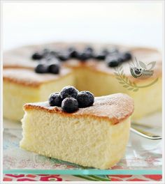 Wheat-Free Sponge Cake | Anncoo Journal - Come for Quick and Easy Recipes 3 ingredients  (egg, sugar and cornflour). Great reviews