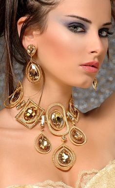 This would really accent a outfit so well. #jewelry