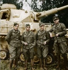 The crew of a Panzer IV Ausf. 66 of the Afrika Korps, Wehrmacht, posing in front of their tank in Neuruppin during the preparations for the. Panzer Iv, German Soldiers Ww2, German Army, Military Photos, Military History, Afrika Corps, Germany Ww2, Ww2 Photos, War Photography