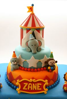Beautiful Kitchen: Circus Cake for Zane's 1st Birthday