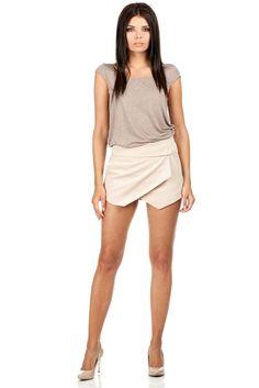 Krótkie spodenki imitujące spódniczkę Clothing Size Chart, Black Fabric, Cropped Pants, Womens Fashion, Fashion Trends, Casual Shorts, Beige, Coat, Skirts