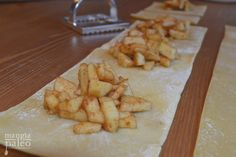 Apple Cinnamon Paleo Ravioli – Mangia Paleo Paleo Ravioli, Paleo Pasta, Ravioli Filling, Paleo Sweets, Paleo Dessert, Dessert Recipes, Fall Recipes, Real Food Recipes, Paleo Baking
