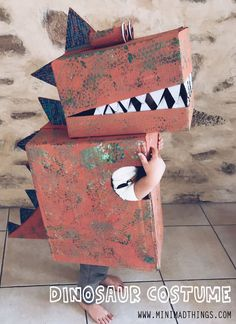 Make your own cool cardboard box dinosaur costume for kids, it's the most fun yo. - Make your own cool cardboard box dinosaur costume for kids, it's the most fun you can have in a bo - Big Cardboard Boxes, Cardboard Crafts Kids, Cardboard Playhouse, Cardboard Box Ideas For Kids, Fun Activities For Kids, Fun Crafts For Kids, Diy For Kids, Toddler Dinosaur Costume, Dino Costume