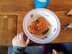 Waffeln mit Apfel und Zimt – sarosa Finger Foods, Waffles, Breakfast, Babys, Kindergarten, Cinnamon Waffles, Kuchen, Biscuits, Cinnamon Apples