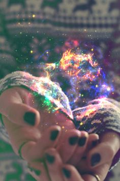 Those who do not believe in magic will never find it. This shows that magic is in your hands no matter what. (Galaxy in hands) Story Inspiration, Writing Inspiration, Character Inspiration, Horoscope Free, Free People Blog, Believe In Magic, Favim, Super Powers, Ice Powers