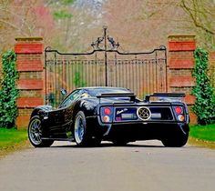 Pagani Zonda, Antique Cars, Monster Trucks, Italy, Antiques, Vehicles, Athlete, Cars, Vintage Cars