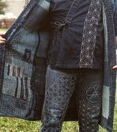 Wondering the difference Sashiko and Boro? Sashiko Artist, Atsush, shares his experience in understanding of Sashiko and Boro. Shashiko Embroidery, Boro Stitching, Boho Fashion, Mens Fashion, Visible Mending, Make Do And Mend, Japanese Textiles, Japanese Embroidery, Fabric Manipulation