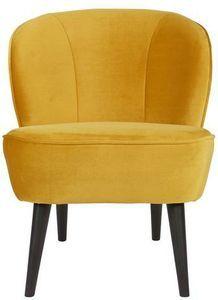 De okergele Sara fauteuil van het Nederlandse merk Wood is een echte eyecatcher! Deze fijne stoel is bekleed met een trendy okergele stof die lekker zacht aanvoelt en heel chic oogt. Door de ronde vormen van de Sara en de schuingeplaatste zwart pootjes waarop deze fauteuil staat heeft deze stoel een stijlvolle vintage uitstraling. Door de compacte afmeting van de Sara fauteuil zorgt deze stoel voor een ruimtelijk gevoel in je woonkamer, maar ook in een knus leeshoekje of in de slaapkamer is… Tub Chair, Accent Chairs, Furniture, Home Decor, Products, Lounge Chairs, Upholstered Chairs, Homemade Home Decor, Home Furnishings