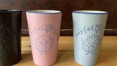 Die #Impfstöffche Becher sind da - By Bembeltown @BembeltownFFM www.Bembeltown.de #becher #mug #jar #pitcher #virus #covid19 #corona #geschirr #frankfurt #frankfurtammain #apfelwein #cider #pittery #töpferei Frankfurt, Disney Souvenirs, Mason Jar Centerpieces, Mason Jar Gifts, Clay Crafts, Design, Corona, Apple Wine, Tablewares