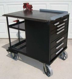 Mobile Fab Table. Love the idea of putting angle iron on one corner for perfect 90 degree welds.