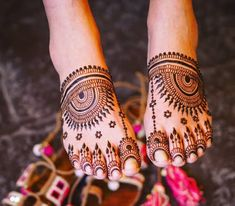 Give a perfect touch to your bridal appearance by having beautiful and simple mehndi designs for legs. These bridal mehandi designs for feet/foot will surely bring you tons of attention! Leg Mehendi Design, Leg Mehndi, Modern Mehndi Designs, Dulhan Mehndi Designs, Wedding Mehndi Designs, Mehndi Design Pictures, Mehndi Designs For Hands, Henna Mehndi, Mehandi Designs