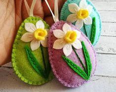Felt easter decoration, felt egg with daffodil flower, Easter flower eggs, Easter ornaments, choice of color - 1 egg