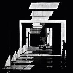 """Le photographe libanais Serge Najjar dans sa série """"The Architecture of Light"""" explore l'éclairage naturel des bâtiments autour de son Beyrouth natal"""