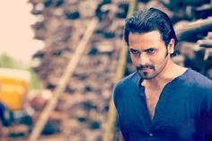Rathaavara First Look Released. http://www.bangalorewishesh.com/entertainment-movies-films/376-movie-gossips/37108-rathaavara-first-look-released.html  Kannada actor Srimurali is looking very confident to come back strongly in Rathaavara, after super hit movie Ugramm.