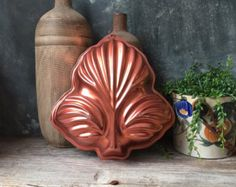 This lovely vintage tin lined copper fish mold is ready to add some sparkle to your kitchen. The design work on this jelly mold is beautiful with lovely