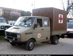 http://www.fiammeblu.it/albums/userpics/10026/normal_Alfa_Romeo_30AR8_CRI_Corpo_Militare.jpgからの画像