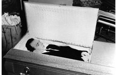This is the autopsy photos, casket photos & 1981 exhumation photos of Lee Harvey Oswald! Post Mortem Photography, Funeral Photography, Kennedy Assassination, Jfk Jr, Celebrity Deaths, Famous Graves, Momento Mori, John F Kennedy, Life And Death