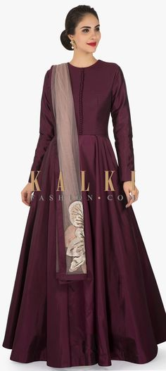 This suit attire makes you attend a formal event right away. The maroon suit is featured in silk fabric. Depicting simplicity the suit is all plain. Maroon Gowns, Maroon Suit, Maroon Color, Indian Wedding Outfits, Indian Outfits, Indian Gowns, Indian Wear, Kurta Designs Women, Kurti Designs Party Wear