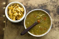 This New Mexican green chile Frito pie is a tangle of corn chips topped with a green beef chili instead of the usual red chili popular in Texas. Southern Cooking Recipes, Country Cooking, Mexican Dishes, Mexican Food Recipes, Ethnic Recipes, Canned Tomato Juice, Homesick Texan, Frito Pie, Stuffed Green Peppers