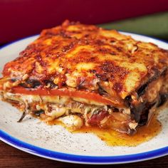 Lasaña de Vegetales When you're tempted of Lasagna but don't want to stop being healthy ? Mexican Food Recipes, Vegetarian Recipes, Cooking Recipes, Healthy Recipes, Easy Dinner Recipes, Easy Meals, Plats Healthy, Good Food, Yummy Food