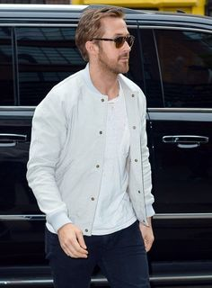 82ebe8c0ff Ryan Gosling Photos Photos - Actor Ryan Gosling spotted in Downtown  Manhattan