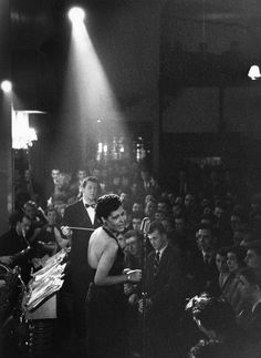 American jazz singer Billie Holiday - in the spotlight during a performance. Billie Holiday, Jazz Artists, Jazz Musicians, Stoner Rock, Music Icon, Pop Music, Rock Indie, Lady Sings The Blues, New Wave