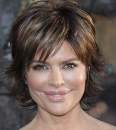 lisa rinna-medium length layered
