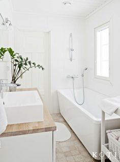 Mustavalkoinen pehmo | Koti ja keittiö | Kuvaussuunnittelu Mia Lundberg | Kuva Kirsi-Marja Savola Bathroom Inspiration, Bathroom Ideas, Room Tour, Laundry Room, Minimalism, Ikea, New Homes, Bathtub, Layout