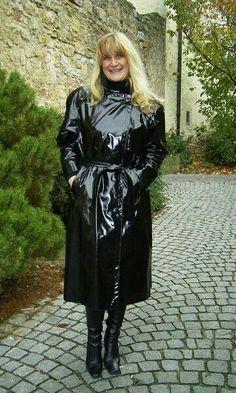 Sexy reife Lady ❤❤❤❤❤ Rain Fashion, Latex Fashion, 70s Fashion, Latex Wear, Latex Dress, Rain Bonnet, Black Raincoat, Vinyl Raincoat, Pvc Coat