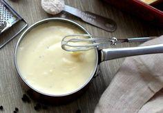 """** BESCIAMELLA LEGGERA - Ingredienti: ml. 250 latte scremato, gr. 20 farina, gr. 15 parmigiano, sale, noce moscata. Mescolare il sale con la farina, mettere sul fuoco e cuocere per 10"""". Aggiungere da ultimo il grana. PORZIONI WW: 2 latte, 1 carb. chiaro, 1/2 proteina"""