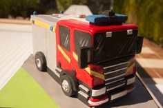 Learn how to make a fire engine cake with expert video tuition from top cake decorator Paul Bradford. Fireman Sam Cake, Fireman Party, Lion Birthday, 4th Birthday Cakes, Fire Engine Cake, Fire Fighter Cake, Fire Cake, Cake Decorating Courses, Create A Cake