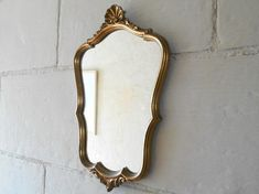 French antique mirror, gilded wooden frame, shell and acanthus leaf ornaments. Late 19th century, Louis XV style.