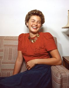 57 Glamorous Color Photos of Ingrid Bergman From Between the and ~ vintage everyday Golden Age Of Hollywood, Hollywood Stars, Classic Hollywood, Old Hollywood, Hollywood Jewelry, Hollywood Glamour, Ingrid Bergman, Isabella Rossellini, Girly