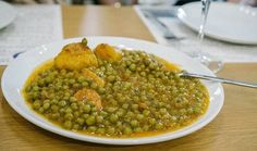 Eating Athens: Satisfy Your Greek Food Hunger - Loved and Wanderlust Mediterranean Recipes, Greek Recipes, Walking Tour, Chana Masala, Athens, Greece, Comfort Food, Treats, Dishes