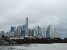El «skyline» de Ciudad de Panamá, con las obras del metro en primera línea