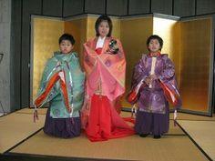 2月 « 2012 « 愛媛県歴史文化博物館 学芸員ブログ『研究室から』Children dressed in junihitoe and kariginu