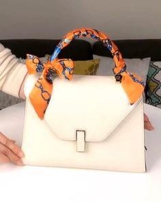 Scarf On Bag, Diy Scarf, Fashion Hacks, Diy Fashion, Ideias Fashion, Fashion Tips, Ways To Wear A Scarf, How To Wear Scarves, New Handbags