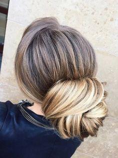 Jeśli jesteś panną młodą, druhną lub świadkową w tym roku mamy dla ciebie zestawienie najmodniejszych fryzur 2017 roku.