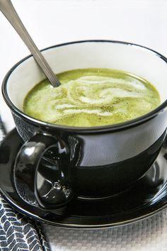 Crème épinards et brocoli   .recettes.qc.ca Broccoli Soup Recipes, Cream Of Broccoli Soup, Best Soup Recipes, Veggie Recipes, Cooking Recipes, Cooking Ideas, Brocoli Soup, Vegan Gains, Canadian Food