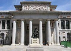 Usa los símbolos y motivos redescubierto en los muebles y edificios de Pompeya y Herculano