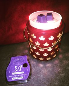 If you know me, you'd know that Canada Day is one of my FAVOURITE holidays. Im so proud to be CANADIAN 🍁 Scentsy is coming out with this NEW warmer June 1st & I'm so happy to already have it in my home. The scent of the month is huckleberry & clementine... my goodness it smells amazing. I love everything about this!!! GO CANADA GO! 🇨🇦 🍁♥️ #scentsy #canadian #canadaday #mapleleaf #warmerofthemonth #wotm #sotm #scentofthemonth #scentsyboss #warmer #love  www.kellycarmichael.scentsy.ca.