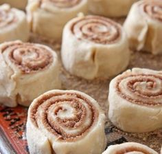 The most delicious, fail-proof Cinnamon Roll Recipe you need this baking season! The Perfect Cinnamon Rolls are packed with brown sugar, cinnamon, butter and icing. This delicious breakfast is always a huge hit! Just Desserts, Dessert Recipes, Yummy Treats, Yummy Food, Delicious Recipes, Cinnamon Rolls, Cinnamon Butter, Cinnamon Crunch, Ground Cinnamon