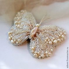 Butterfly -- bead work -- all pearls -- truly magnificent work Beaded Brooch, Beaded Jewelry, Handmade Jewelry, Embroidery Jewelry, Ribbon Embroidery, Art Perle, Dolce E Gabbana, Beaded Animals, Beading Projects