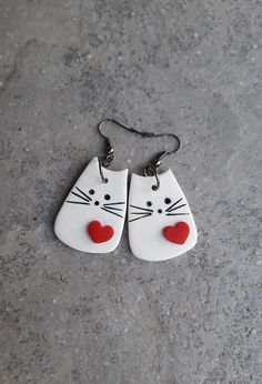 20180912 182440 par Nakit Up Polymer Clay Cat, Polymer Clay Kunst, Polymer Clay Projects, Polymer Clay Jewelry, Diy Clay Earrings, Clay Ornaments, Paperclay, Ceramic Jewelry, Clay Charms