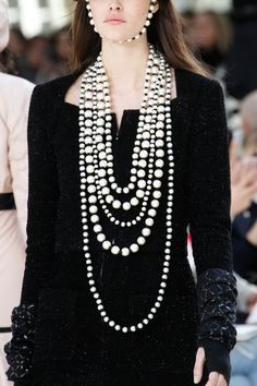 Les perles XXL - Chanel - fashion details