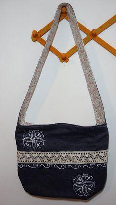Hippie Bag Rosa Branca Ateliê Hippy, Shoulder Bag, Bags, Fashion, Purse Holder, Built Ins, Crochet Purses, Tricot, Pink