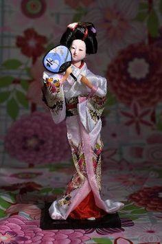 Coleção Bonecas Orientais Gueixa Ou Gueisha Kimono Rosa G. R$180,00