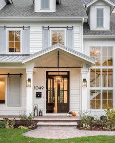 Nice 60 Modern Farmhouse Exterior Design Ideas https://rusticroom.co/1835/60-modern-farmhouse-exterior-design-ideas
